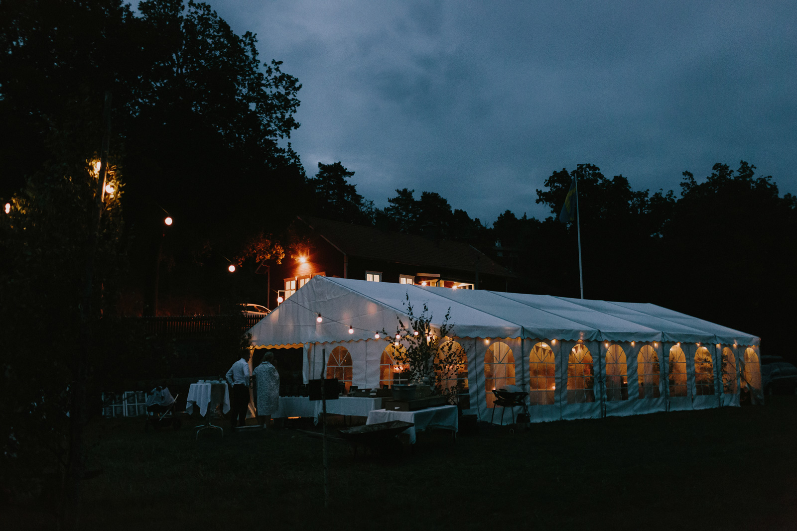 sweden-intimate-outdoor-wedding