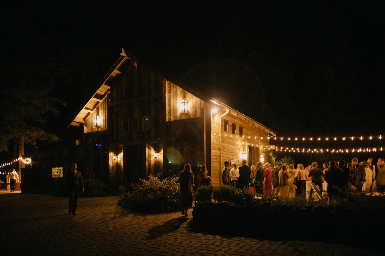 139_E&J (amari) 06273_the-waterfall-lodge_forest_wedding_ben-lomond_intimate