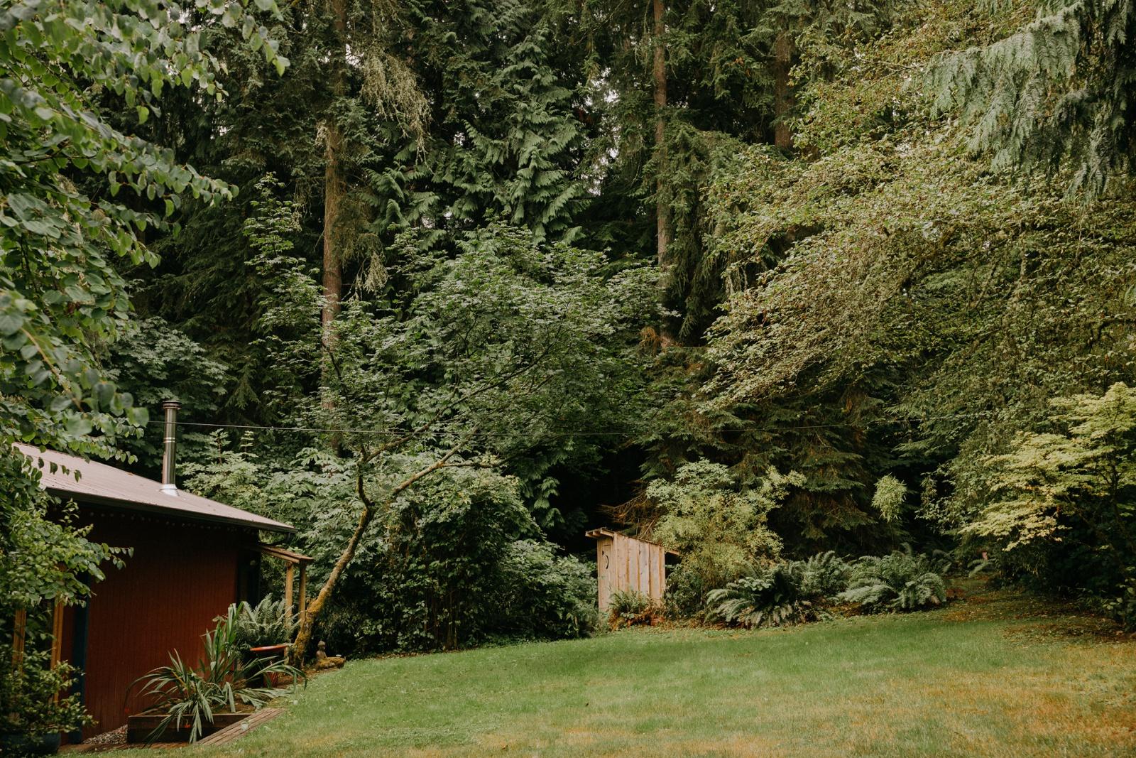 Matthew and Autumn Intimate Outdoor Backyard Wedding_0032