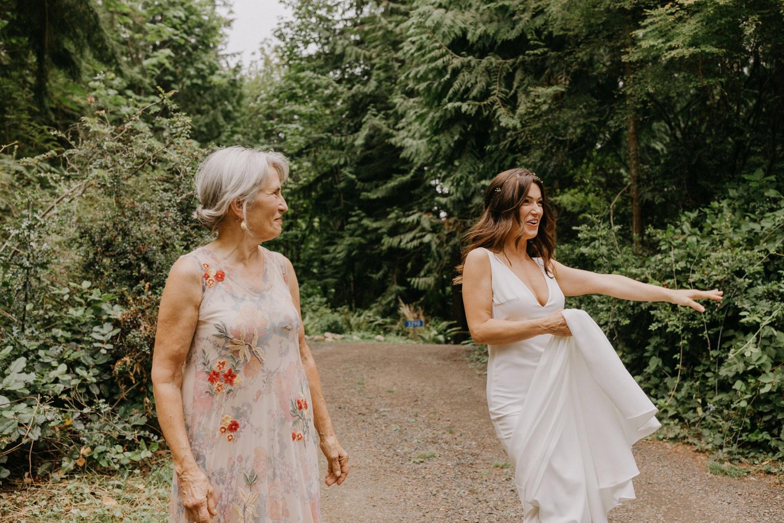 Matthew and Autumn Intimate Outdoor Backyard Wedding_0073