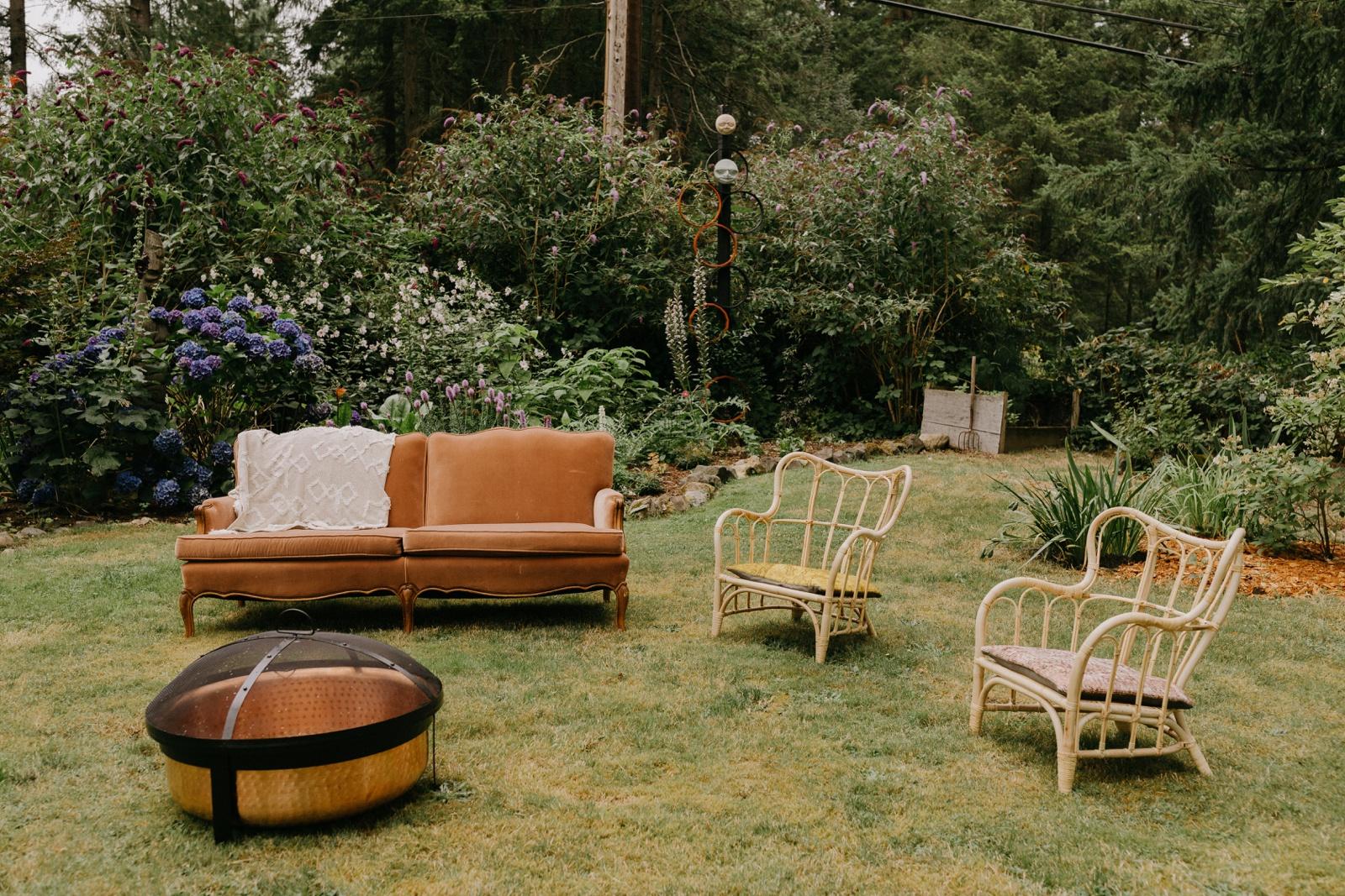 Matthew and Autumn Intimate Outdoor Backyard Wedding_0082