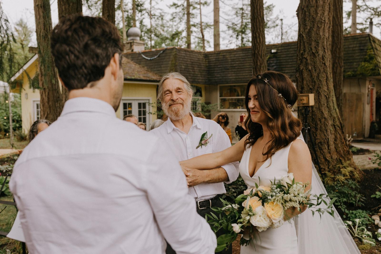 Matthew and Autumn Intimate Outdoor Backyard Wedding_0114
