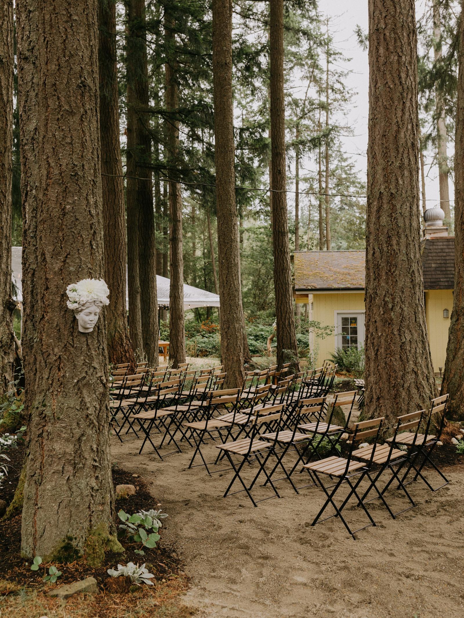 Matthew and Autumn Intimate Outdoor Backyard Wedding_0231